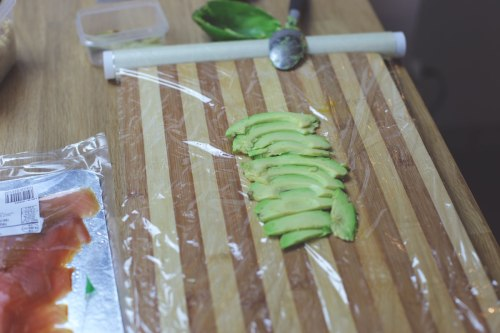 avocado-on-cutting-board